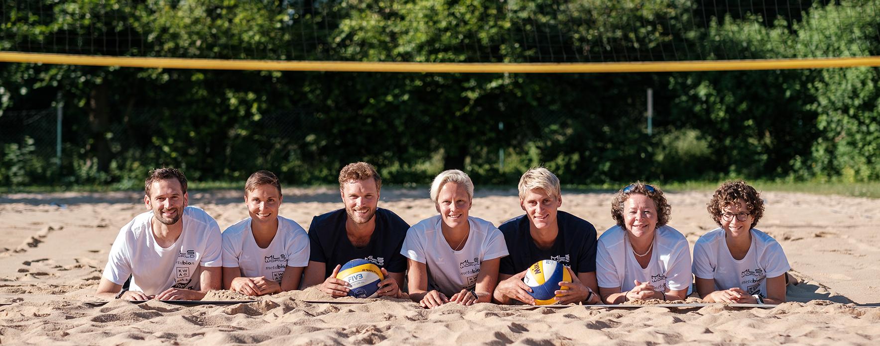 Beachvolleyballteam Dollinger-Kulzer mit der gesamten Staff